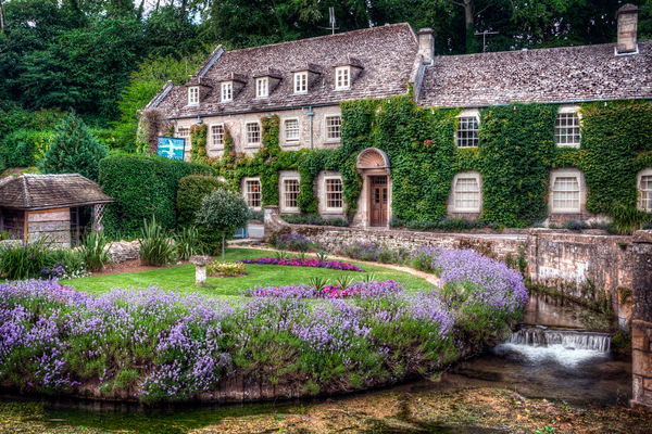 http://www.3d-madonnari.com/wp-content/uploads/2015/06/Bibury-village-is-the-most-beautiful-village-in-England.-1.jpg